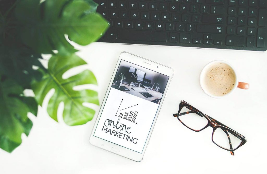 phone_facebook_online_marketing